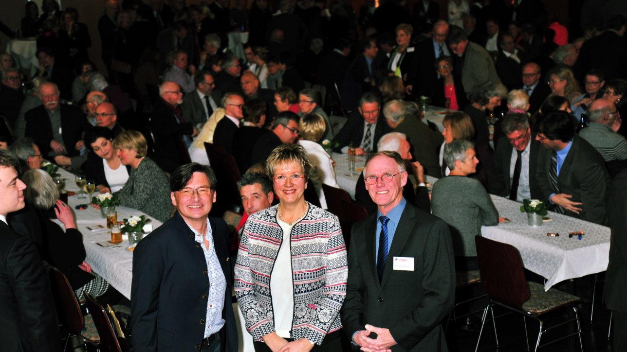 Neujahrsempfang der CDU Vors. Rita Ulschmid Wilfried Bogedain (rechts)  Moderator Stefan Verhasselt Foto: Friedhelm Reimann